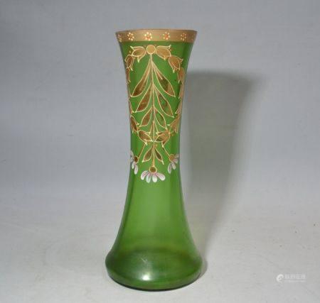 VASE en verre à décor émaillé de fls Circa 1900 H.: 25.5 cm (petites égrenures au col)