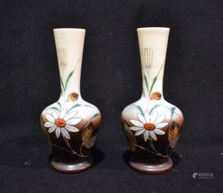 Paire de VASES en verre à décor émaillé de fls Début XXème H.: 18.5 cm