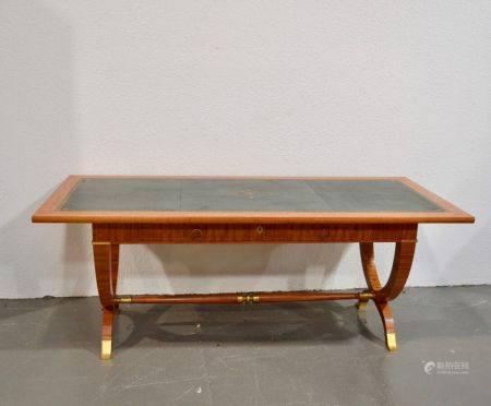 ANNEES 1940-50 Importante table bureau en bois naturel et bois de placage, ouvrant par deux tir