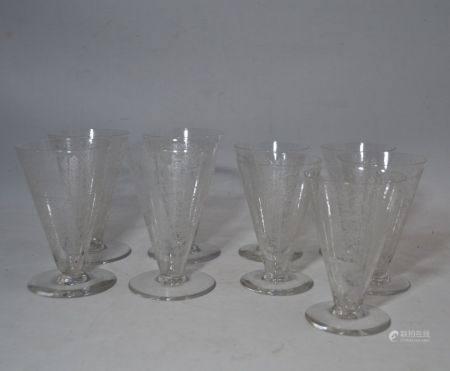 BACCARAT Service de verres en cristal gravé, de forme conique, comprenant: - quatre grands verr