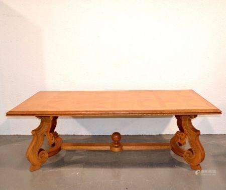 ANNEES 1940-50 Importante table de salle à manger en bois naturel et bois de placage, le piètem