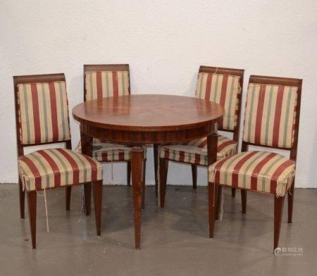 ANNEES 1940-50 Table de salle à manger et suite de quatre chaises en bois naturel et bois de pl