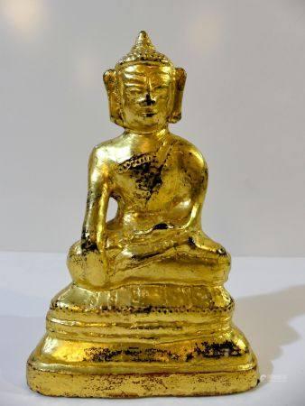 Rare Bouddha en bronze laqué et doré assis dans la position de la prise de la terre à témoin (B