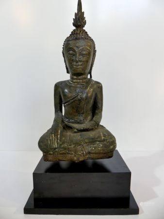 Intéressant Bouddha en bronze assis dans la position de la prise de la terre à témoin (Bhûmispa