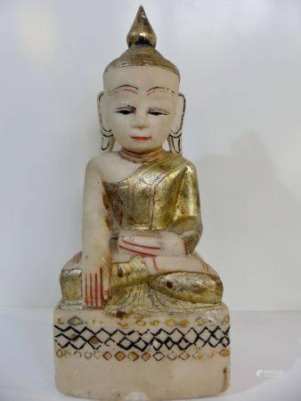 Rare Bouddha en calcite avec chambre à relique sous le socle. Beau visage expressif. Robe monas