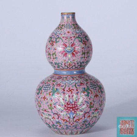 Qing Dynasty Qianlong carmine red-glazed famille rose gold painted lotus gourd vase