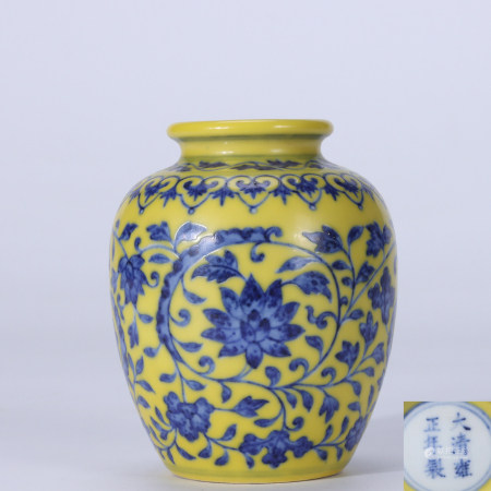 Qing Dynasty Yongzheng yellow ground blue and white lotus pattern small pot