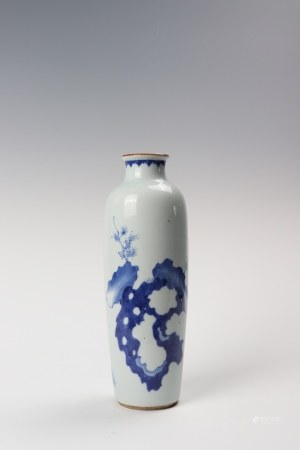 A blue and white vase 青花花卉纹桶瓶