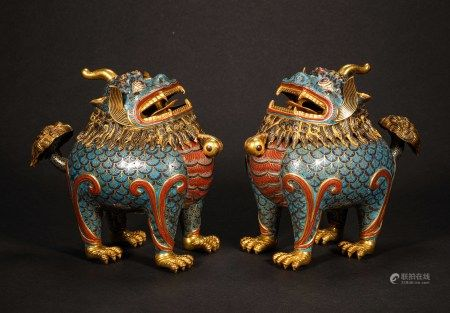 A PAIR OF CHINESE VINTAGE CLOISONNE INCENSE BURNERS