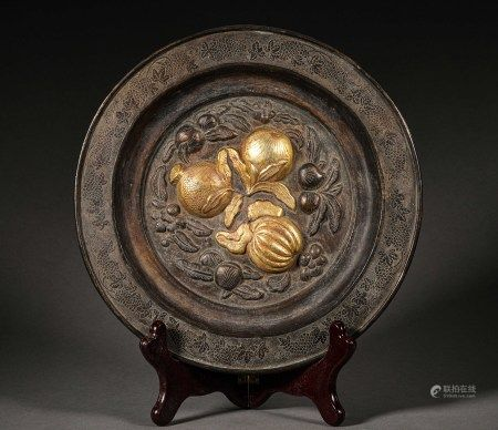 A CHINESE VINTAGE GILT SILVER SANDUO PLATE.