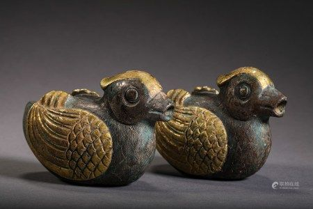 A PAIR OF CHINESE VINTAGE GILT SILVER WATER DROPPERS