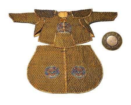 A CHINESE VINTAGE ARMOR