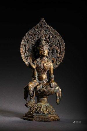 A CHINESE VINTAGE GILT BRONZE BUDDHA STATUE