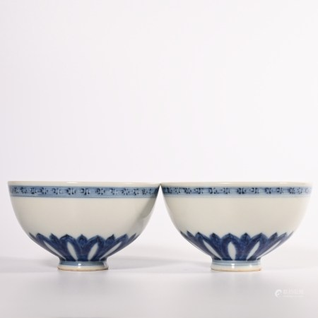 A pair of blue and white chicken heart bowls in Ming Dynasty