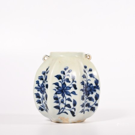 Small pot with blue and white flower pattern in Yuan Dynasty