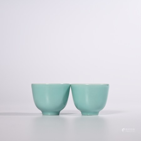 A pair of Songshi green glazed cups in Kangxi period of Qing Dynasty