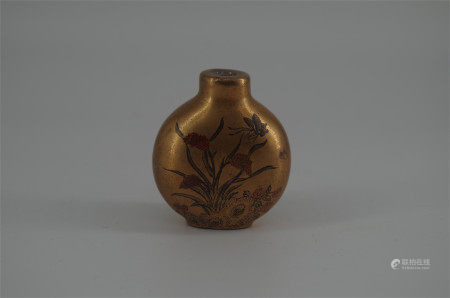 CHINESE PORCELAIN GOLD PAINTED FLOWER SNUFF BOTTLE