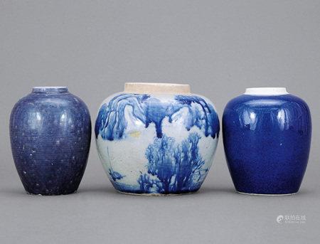 清 青花山水、藍釉罐 一組三件