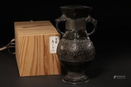 唐物 龍耳瓶 A Bronze Vase