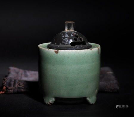 龍泉青瓷香爐  A Chinese Caledonia Porcelain Censer