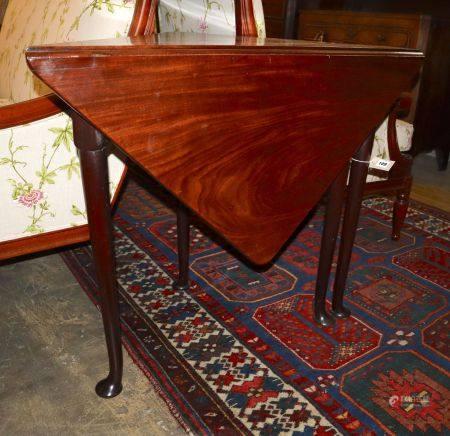 A George III mahogany triangular drop-leaf table, width 89cm, depth 46cm, height 72cm