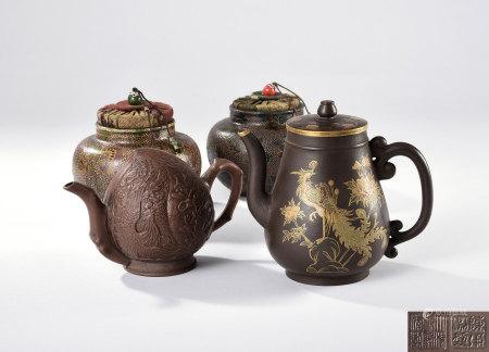 描金牡丹鳳紋紫砂壺、桃形紫砂壺、花卉紋茶罐兩點