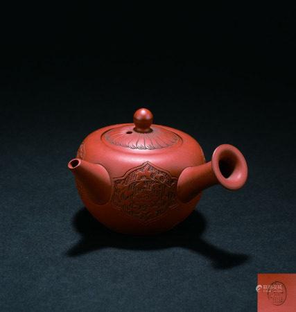 宜興花卉紋茶壺