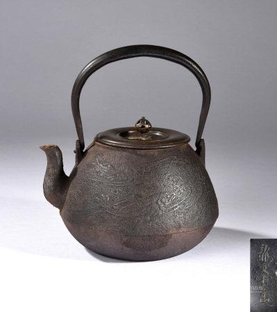 靜文堂梅泉造鐵瓶
