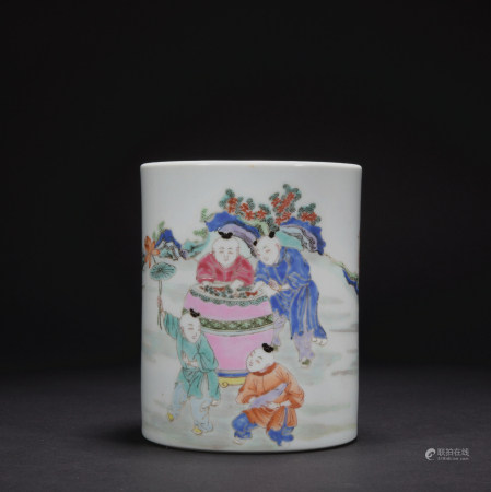A famille-rose 'figure' pen container