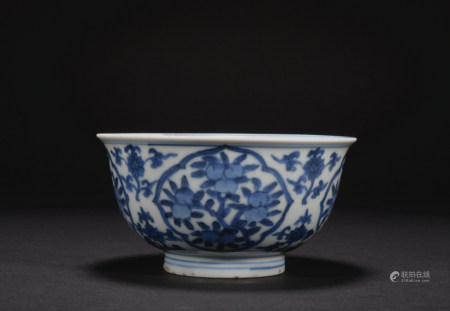 A blue and white 'floral' bowl