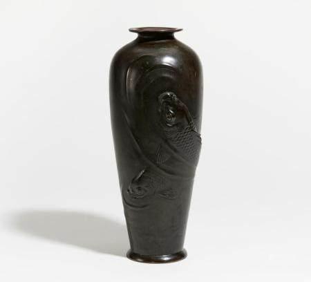 Vase mit zwei großen Karpfen