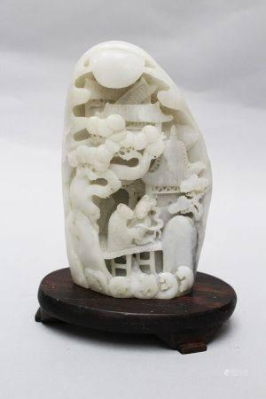 Sculpture de jade blanc, courbée sur un socle en bois, dynastie Qing. Hauteur de 20 cm