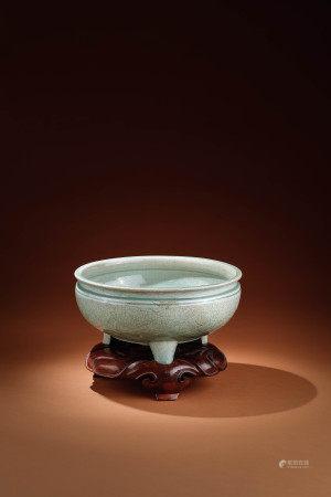 明 龍泉窯三足爐