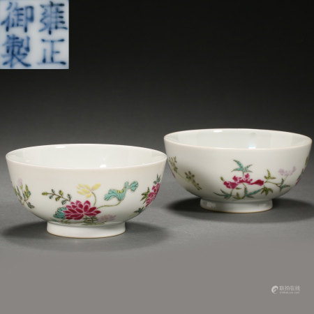 A PAIR OF CHINESE QING DYNASTY FAMILLE ROSE BOWLS
