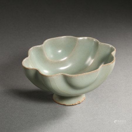 SOUTHERN SONG DYNASTY, CHINESE LONGQUAN WARE FLOWER MOUTH CUP