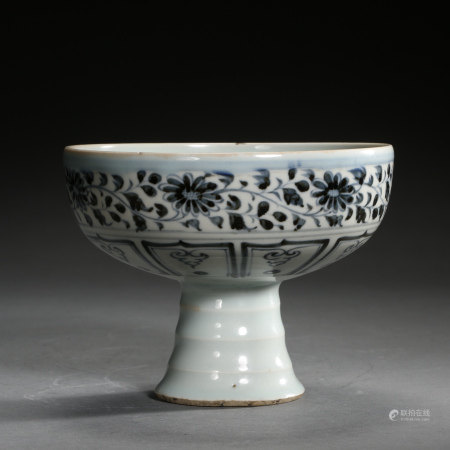 EARLY MING DYNASTY, CHINESE BLUE AND WHITE PORCELAIN STEM CUP