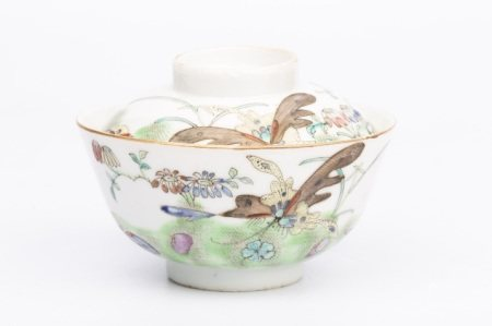 A LATE QING DYNASTY FAMILLE ROSE BOWL WITH COVER