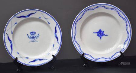 Deux assiettes en porcelaine de Tournai à décors de prix de tir .