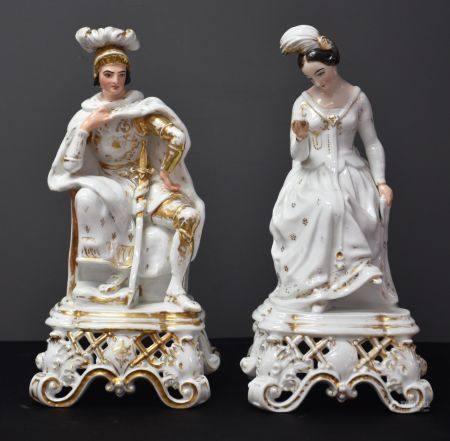 Couple en Porcelaine de Paris. L'homme casqué et l'élégante au miroir. Ht 25 cm.