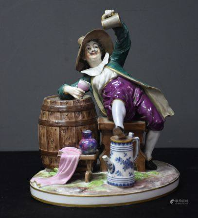 """Groupe en porcelaine allemande. """" Le buveur de bière """".  Ht 22 cm."""