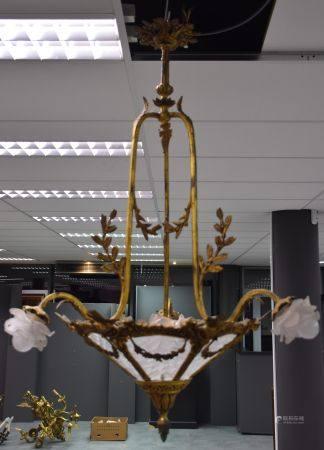 Lustre en cuivre et bronze doré vers 1900 style Louis XVI. Ht 97 L 49cm.