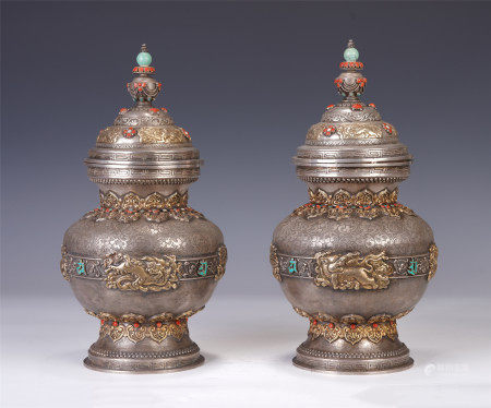 A PAIR OF CHINESE GEMS INLAID BRONZE JARS WITH COVERS