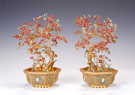 A PAIR OF CHINES HARDSTONES INLAID GILT SILVER BONSAIS
