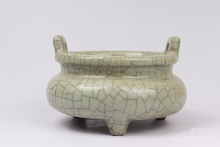 Chinese Ge Kiln Porcelain Tripod Furnace