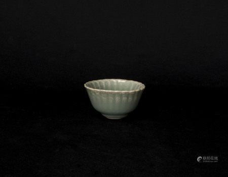 元代-龍泉窯花口小杯