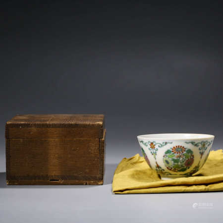 A CHINESE DOUCAI POCELAIN FLOWER BOWL MARKED NING JING