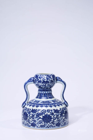 A CHINESE BLUE AND WHITE PORCELAIN INTERLOCK BRANCHES DOUBLE-GOURD VASE MARKED QIAN LONG