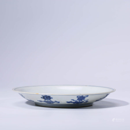 A CHINESE BLUE AND WHITE PORCELAIN LONGEVITY DISH MARKED WAN LI