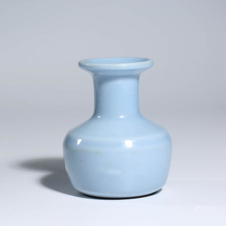 A CHINESE BLUE-GLAZED PORCELAIN VASE MARKED QIAN LONG