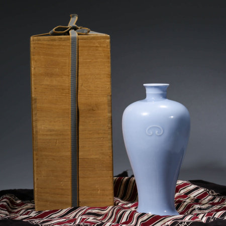 A CHINESE LIGHT BLUE-GLAZED PORCELAIN RUYI VASE, ZUN MARKED KANG XI